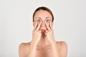 Tvárové cvičenie - Zhyby so spodnými viečkami