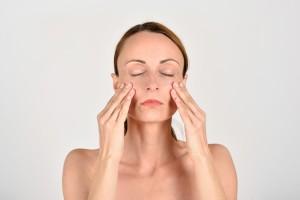 Tvárové cvičenie - strečing spodných viečok